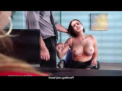 бесплатное видео порно медички с огромными сиськами