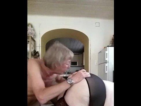 жесткий секс в большую жопу