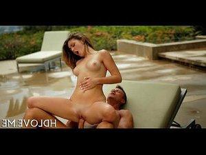 порно девушка с хуем ебет девушку